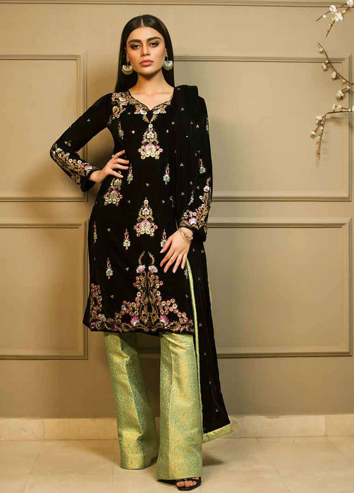 Aamna Aqeel Embroidered Velvet Unstitched 3 Piece Suit AA18V 07 Midnight Magic - A Velvet Romance