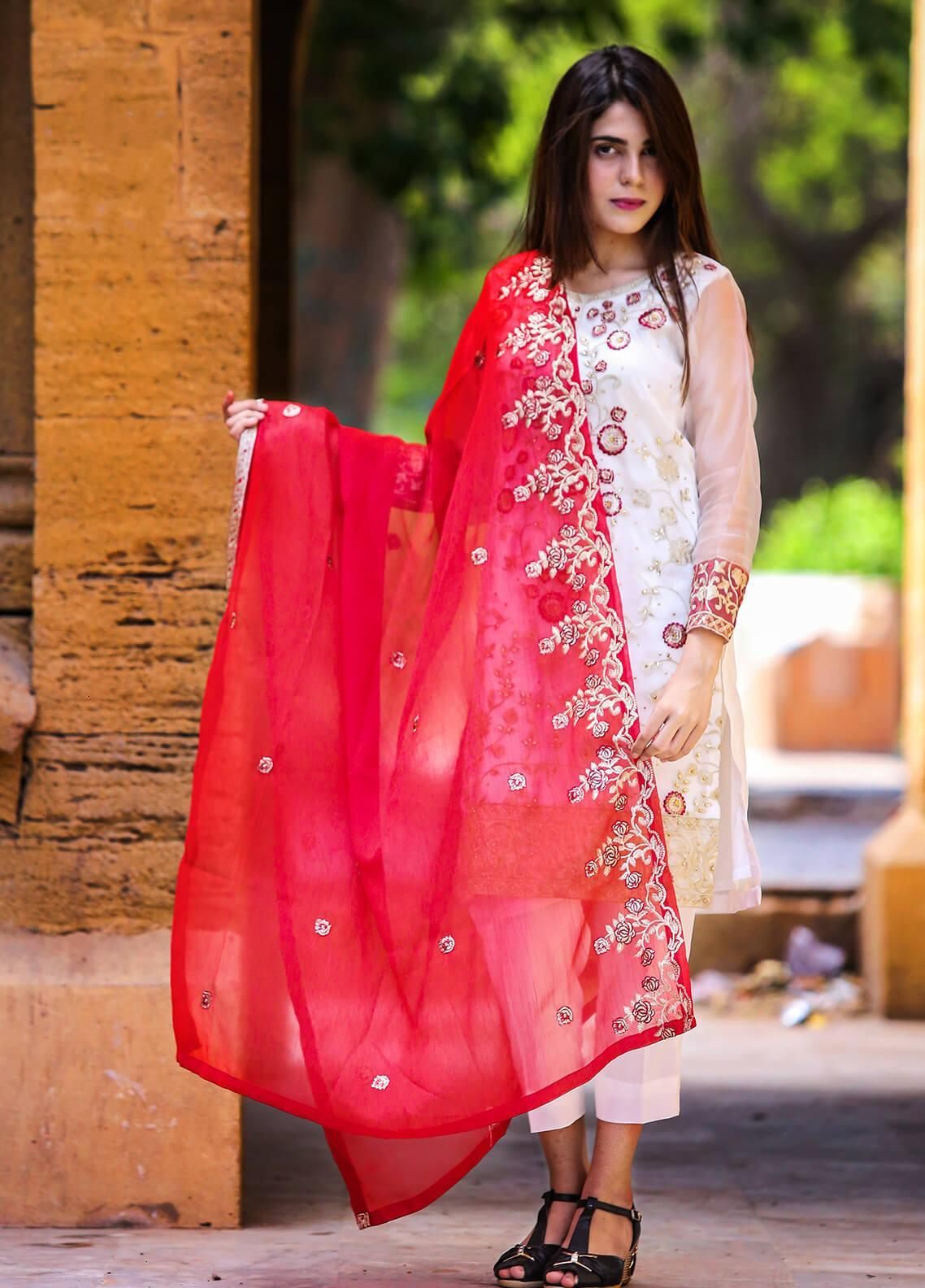 Spade Embroidered Crepe Stitched 3 Piece Suit C4WRT-0