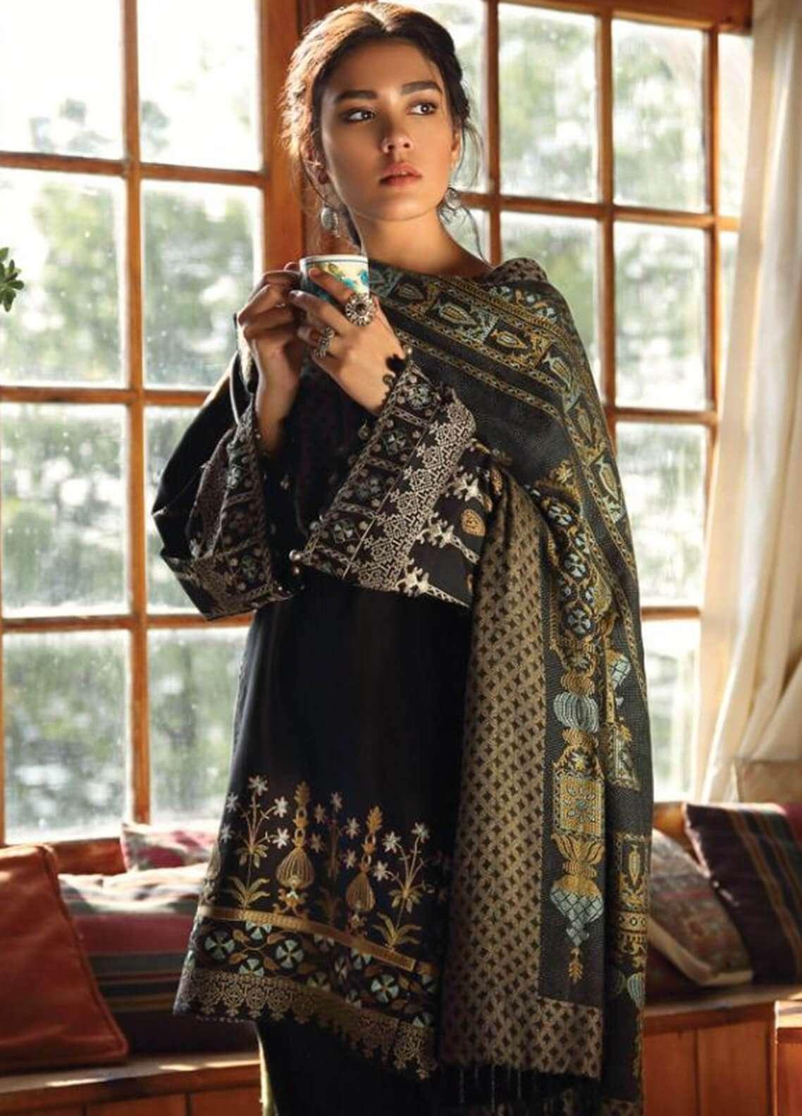 Zara Shahjahan Embroidered Karandi Unstitched 3 Piece Suit ZS18W CHASHAM - Winter Shawl Collection
